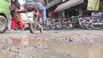 Chaotic situation in Lahore's low-lying areas due to inefficient drainage system.