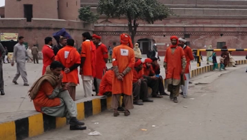 Pakistan Railway porters say satisfied with their jobs.