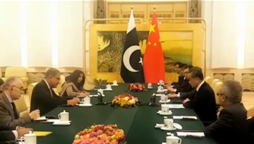 Pakistani FM meets Chinese counterpart in Beijing